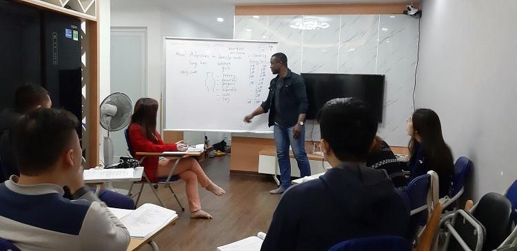 Trung tâm dạy tiếng Anh căn bản - Aroma