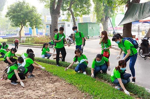 Chung tay trồng cây xanh và dọn rác để bảo vệ môi trường