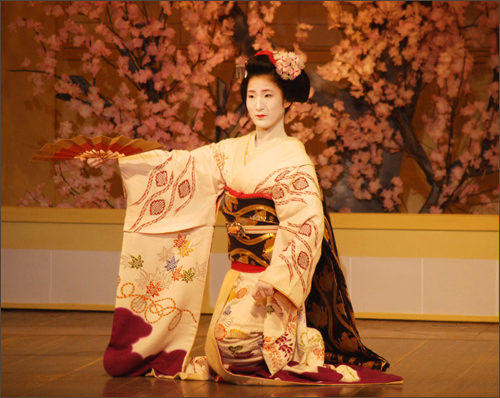 geisha đang múa