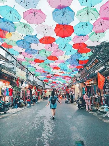 trang trí bằng những chiếc ô