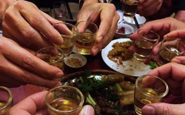 uống rượu là nguyên nhân gây bệnh men gan cao