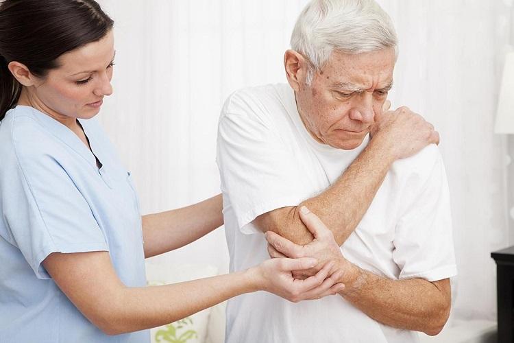 Cách làm giảm đau nhức xương khớp ở người già
