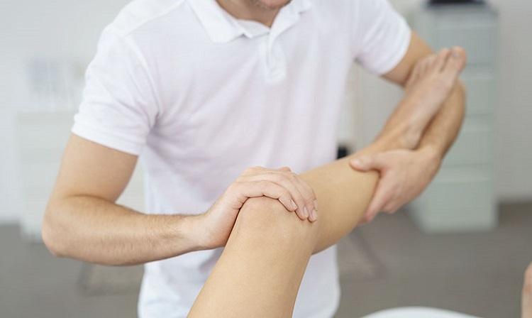 Cách trị đau đầu gối tại nhà: Massage