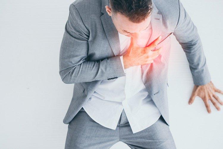 Mỡ máu cao gây ra triệu chứng đau tim
