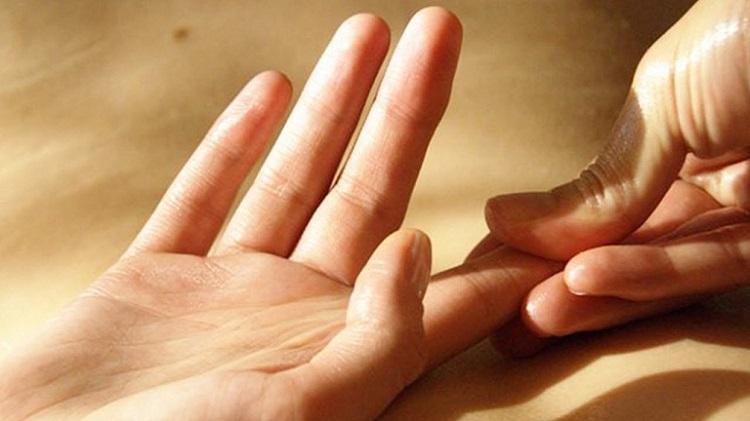 Nguyên nhân đau khớp ngón tay trỏ