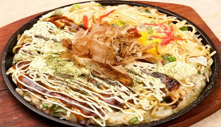 Bánh Xèo Nhật (Okonomiyaki) - món ăn đường phố Nhật Bản
