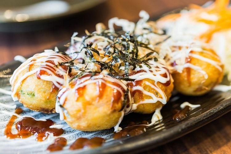 Takoyaki là món ăn đường phố Nhật Bản nên thử