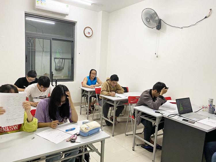 Trung tâm Nhật ngữ và tư vấn du học Rakuraku Đà Nẵng